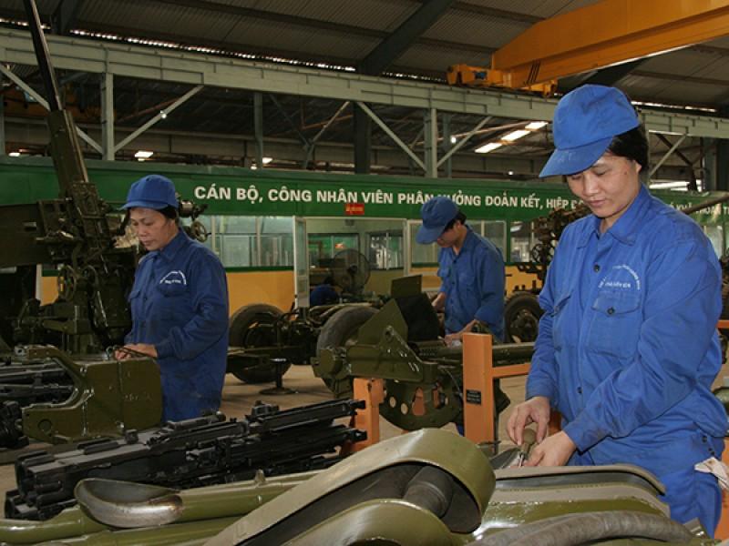 Hoàn thiện quy định chế độ tiền lương công nhân, viên chức quốc phòng