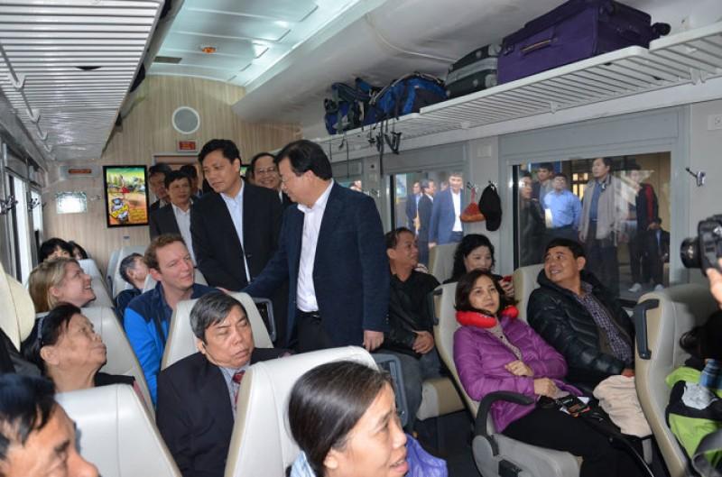 Phó Thủ tướng Trịnh Đình Dũng thị sát ngành Đường sắt