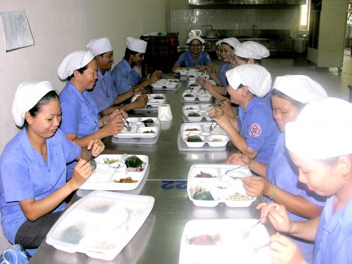 Nâng cao chất lượng bữa ăn ca cho người lao động