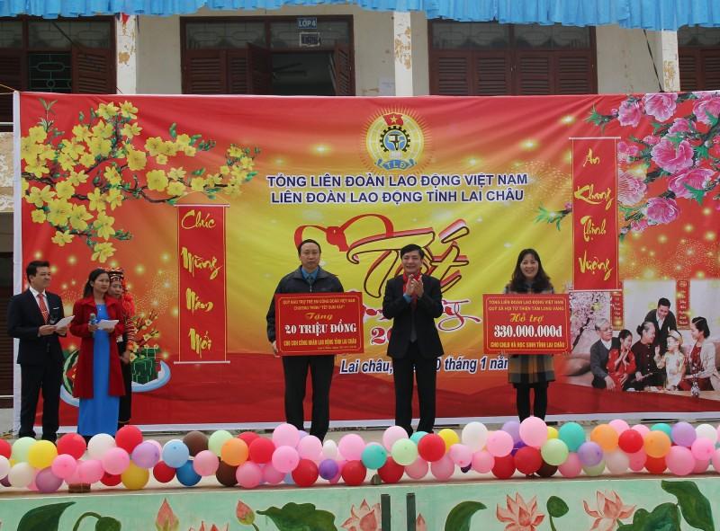 Chủ tịch Tổng LĐLĐ Việt Nam Bùi Văn Cường dự Tết sum vầy và tặng quà giáo viên,CNVCLĐ tỉnh Lai Châu