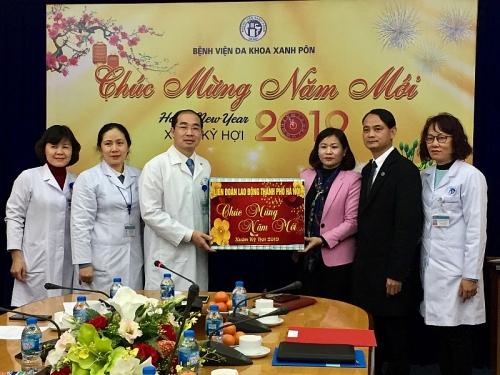 Chủ tịch LĐLĐ Thành phố Nguyễn Thị Tuyến thăm, chúc Tết Bệnh viện Đa khoa Xanh Pôn