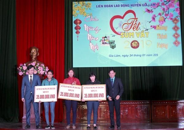 """Ấm áp chương trình """"Tết sum vầy"""" trong CNVCLĐ huyện Gia Lâm"""