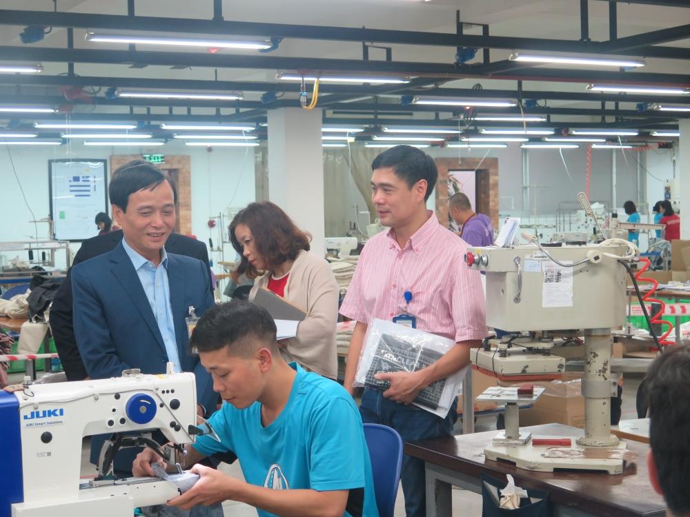 Hà Nội: Lương khối doanh nghiệp tăng nhẹ, thưởng Tết giảm so với năm trước