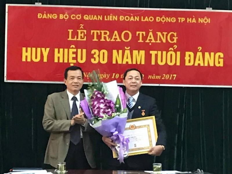 Trao tặng Huy hiệu 30 năm tuổi Đảng