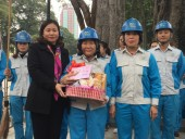 Chủ tịch LĐLĐ Thành phố Nguyễn Thị Tuyến thăm, chúc Tết công nhân môi trường đô thị