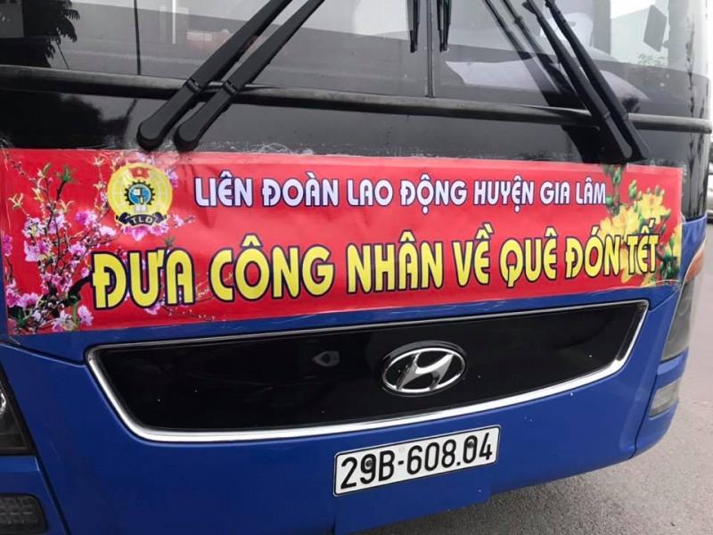 LĐLĐ huyện Gia Lâm tổ chức xe ô tô miễn phí đưa công nhân về quê ăn tết