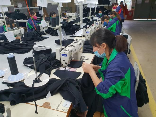 Công nhân may sống chật vật vì lương thấp