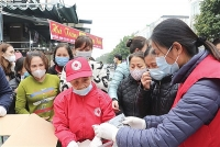Gia Lâm: phát trên 10 ngàn khẩu trang y tế cho người dân