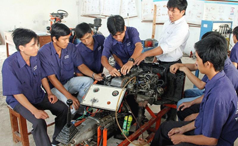 Khuyến khích doanh nghiệp hợp tác với trường nghề để đào tạo và tuyển dụng nhân lực
