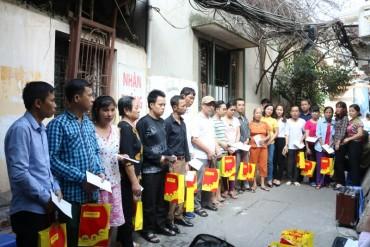 LĐLĐ và Hội LHPN quận Hoàng Mai tặng 120 suất quà cho bệnh nhân chạy thận
