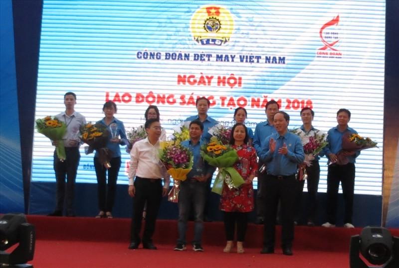 Công đoàn Dệt May Việt Nam: Động viên người lao động hăng hái thi đua