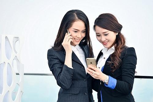 viettel tang the titan cua vietnam airlines cho khach hang nu nhan ngay 83