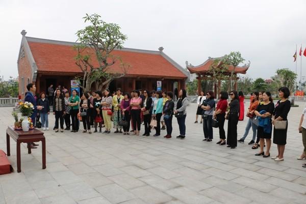 Sinh hoạt Câu lạc bộ Nữ công Công đoàn Viên chức Việt Nam kỳ thứ 17