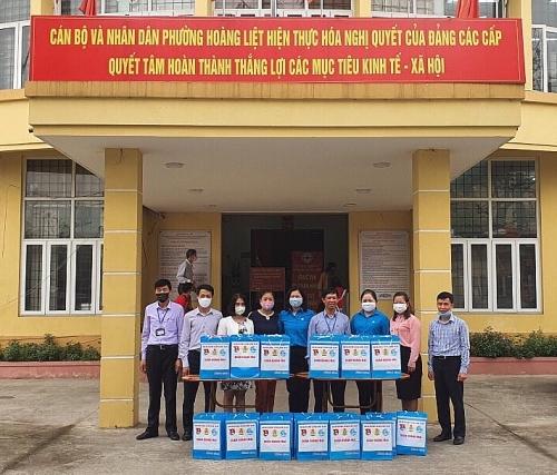 LĐLĐ quận Hoàng Mai: 200 suất quà cho các hộ gia đình cách ly vì dịch Covid- 19