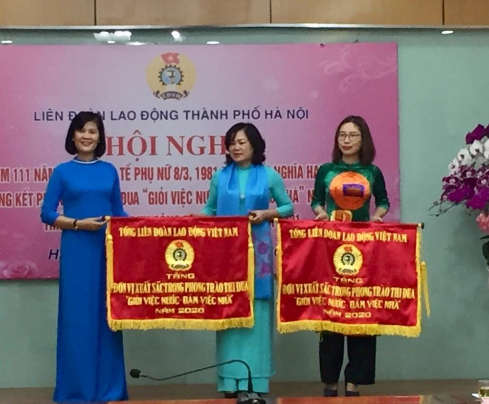 """Trên 80% nữ công nhân viên chức lao động Thủ đô """"Giỏi việc nước- đảm việc nhà"""""""