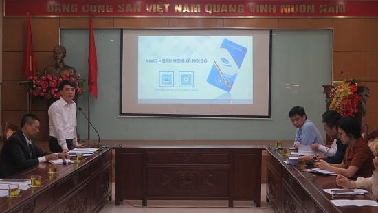 Tuyên truyền, hướng dẫn công nhân viên chức lao động cài đặt ứng dụng VssID