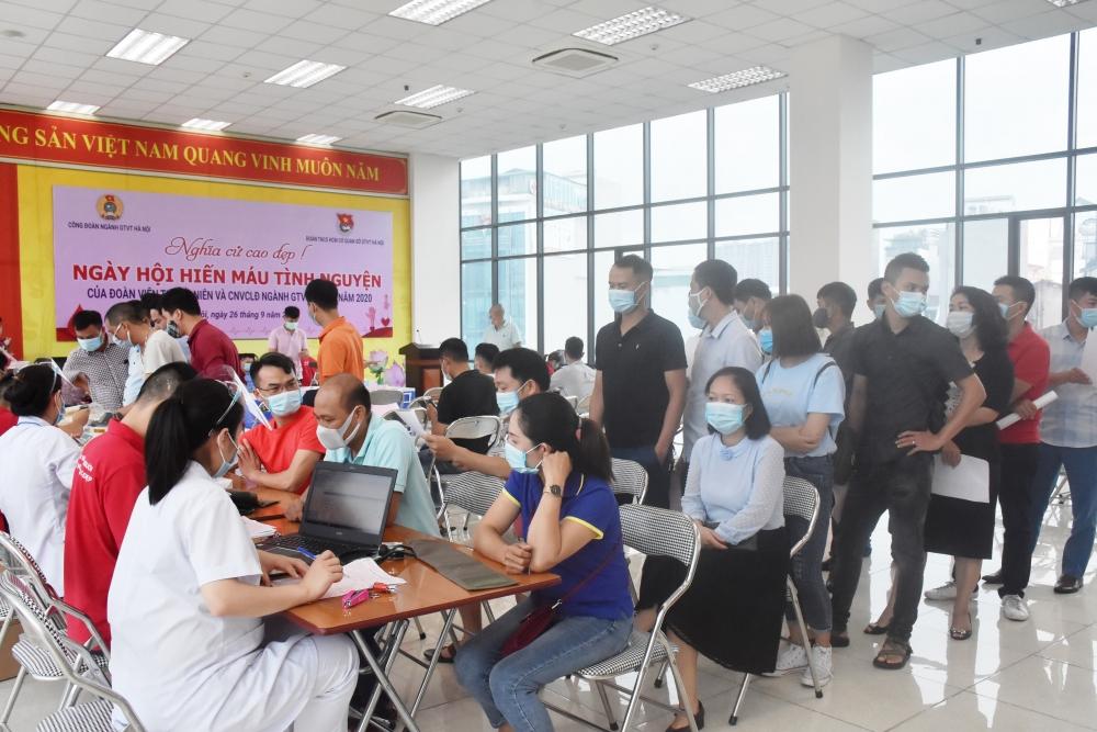 Vận động đoàn viên, công nhân, viên chức, lao động tình nguyện hiến máu