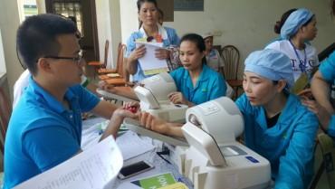 Khám, tư vấn sức khỏe và phát thuốc miễn phí cho nữ CNLĐ KCN Phú Nghĩa