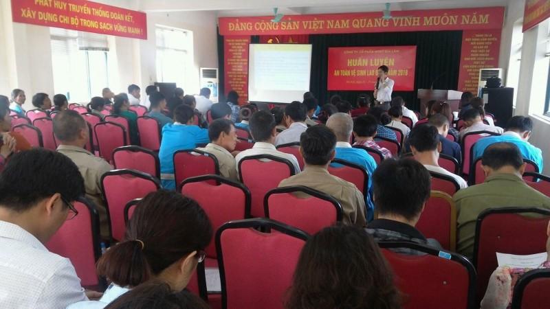 CNLĐ Công ty Cổ phần môi trường đô thị Gia Lâm được huấn luyện về ATVSLĐ