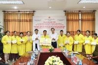 Bộ trưởng Bộ Lao động- Thương binh và Xã hội thăm, tặng quà cho trẻ em có hoàn cảnh đặc biệt