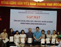 Công đoàn Viên chức Việt Nam trao quà cho đoàn viên có hoàn cảnh khó khăn