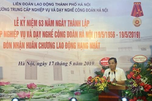 truong trung cap nghiep vu va day nghe cong doan ha noi don nhan huan chuong lao dong hang nhat