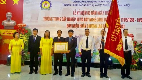 Trường Trung cấp Nghiệp vụ và Dạy nghề Công đoàn Hà Nội đón nhận Huân chương Lao động hạng Nhất