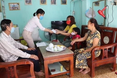 Huyện Gia Lâm kịp thời chi trả gói hỗ trợ an sinh tới người thụ hưởng