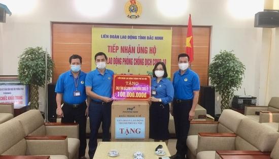 Liên đoàn Lao động thành phố Hà Nội: Ủng hộ công nhân, viên chức, lao động tỉnh  Bắc Ninh, Bắc Giang 200 triệu đồng