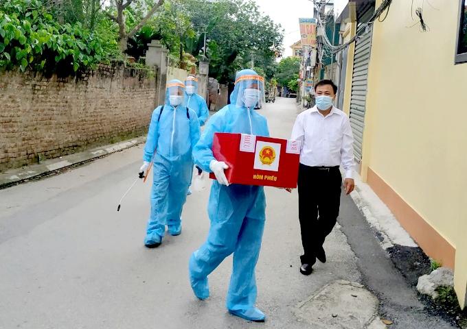 Chủ nhiệm Ủy ban Kiểm tra Thành uỷ Hà Nội kiểm tra công tác bầu cử tại huyện Gia Lâm