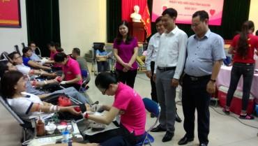 Hơn 300 CBCCVCLĐ hiến máu tình nguyện