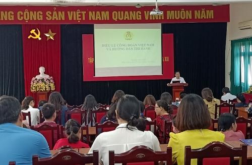 Hà Nội: Hơn 100 cán bộ công đoàn được tập huấn về Điều lệ Công đoàn Việt Nam khóa XII