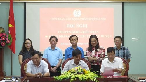 Chuyển giao 4 Công đoàn cơ sở Chi cục Thuế huyện về Công đoàn Viên chức Thành phố