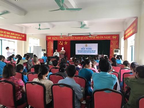 Liên đoàn Lao động huyện Gia Lâm trang bị kiến thức pháp luật cho công nhân