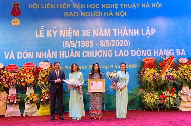 Báo Người Hà Nội kỷ niệm 35 năm thành lập và đón nhận Huân Chương Lao động Hạng Ba