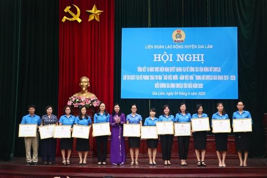 Nhiều tập thể, cá nhân được khen thưởng trong công tác vận động nữ
