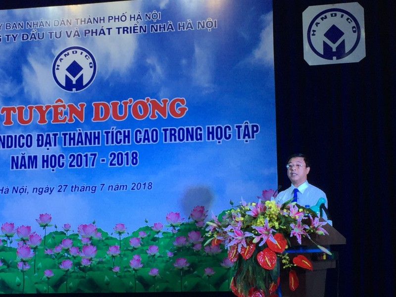 tuyen duong 82 con can bo cnvld dat thanh tich cao trong hoc tap