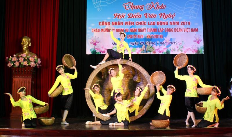 Tưng bừng Hội diễn văn nghệ CNVCLĐ huyện Gia Lâm năm 2019