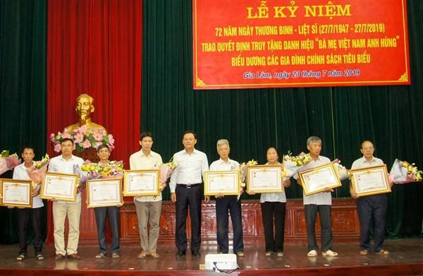 Huyện Gia Lâm: Trên 5 tỷ đồng tặng quà cho các đối tượng chính sách