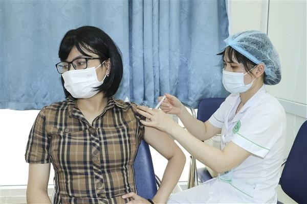 Huyện Gia Lâm triển khai tiêm vắc xin phòng, chống Covid-19 cho người dân