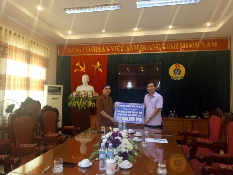100 triệu đồng  hỗ trợ CNVCLĐ tỉnh Hòa Bình khắc phục hậu quả mưa lũ