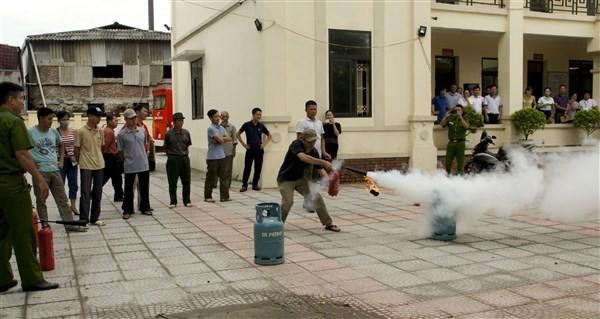 Tuyên truyền, tập huấn về phòng cháy chữa cháy cho các chủ xưởng sản xuất tư nhân