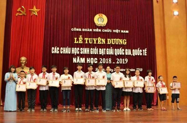Tuyên dương 186 các cháu học sinh đạt thành tích cao trong học tập