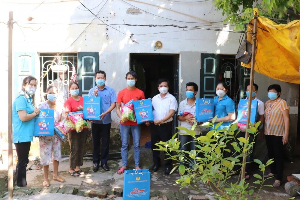 Gần 800 lao động thuê trọ tại quận Hoàng Mai được hỗ trợ từ