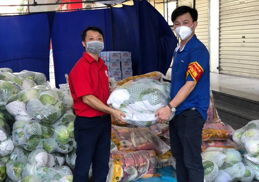 Hỗ trợ người dân chung cư HH Linh Đàm yên tâm phòng, chống dịch