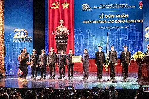 Tổng Công ty Đầu tư và Phát triển nhà Hà Nội đón nhận Huân chương Lao động hạng Nhất