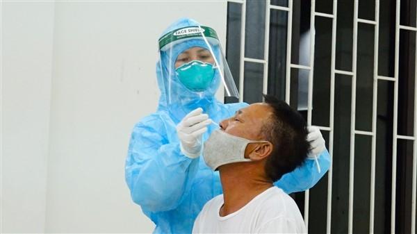 100 nhân viên y tế tỉnh Bắc Ninh hỗ trợ Gia Lâm chống dịch