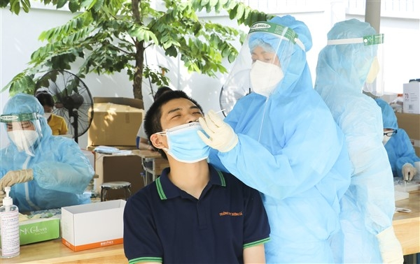 Lực lượng y tế Bắc Ninh hết mình hỗ trợ Gia Lâm chống dịch