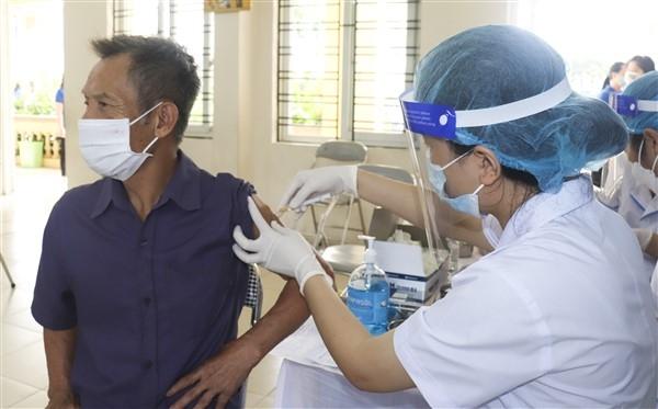 Người dân xã Đặng Xá, huyện Gia Lâm phấn khởi khi được tiêm Vacxin phòng Covid-19