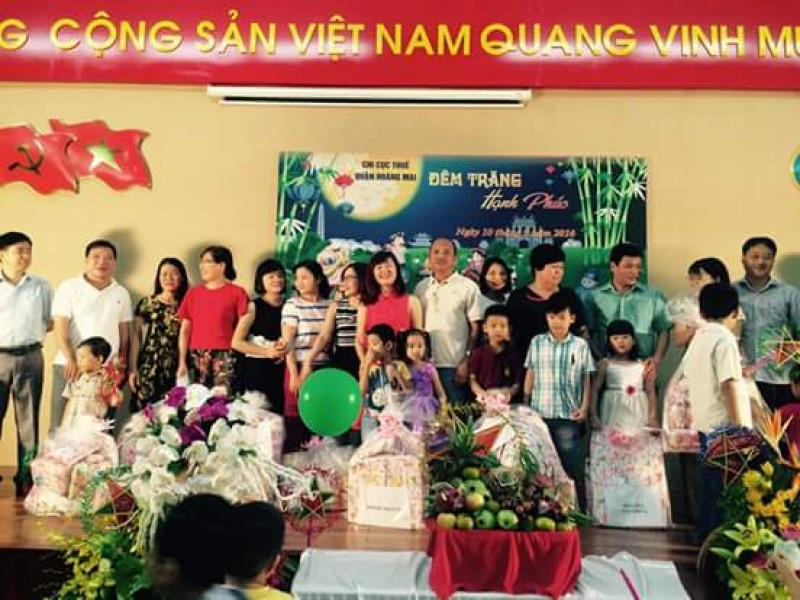 LĐLĐ quận Hoàng Mai: Tặng quà cho 56 con CNVCLĐ hoàn cảnh khó khăn